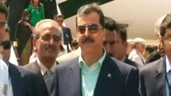 Video : Pak PM Gilani arrives in Mohali