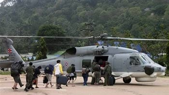 Video : Thai Navy comes to rescue of trapped tourists