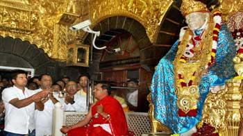 Video : Suresh Raina visits Sai Baba temple in Shirdi