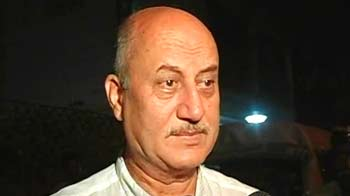 Video : Actor Anupam Kher's house stoned in Mumbai