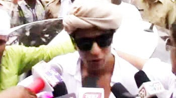 Video : Shah Rukh at Ajmer dargah