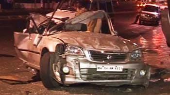 Video : Honda City hits stationary car, teen dies