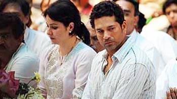 Video : A grieving Sachin breaks down