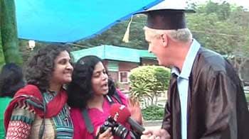 Video : Professor Deano visits Dilli Haat