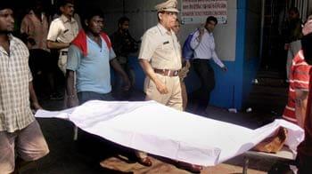 Video : Dead body found on Mumbai local