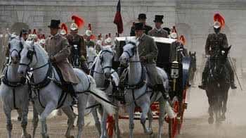 Video : London dresses up for royal wedding