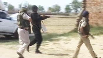 Video : Greater Noida farmers thrash two policemen to death