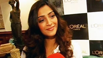 Video : Sonam's style quotient at Cannes