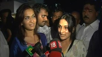 Video : Dad happy for Jayalalithaa: Rajinikanth's daughters
