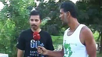 Video : Milind cracks the snake myth