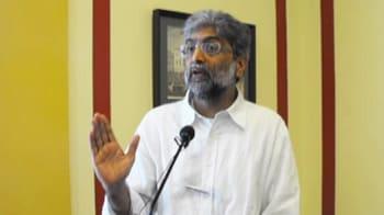 Video : J&K: No entry in Kashmir for activist