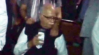 Video : Advani's all-night dharna at Raj Ghat as BJP launches stir