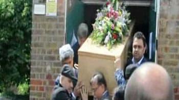 Video : M F Husain buried in London
