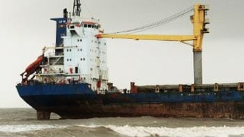 Video : 9000-ton ship at Juhu Beach encounters new problems