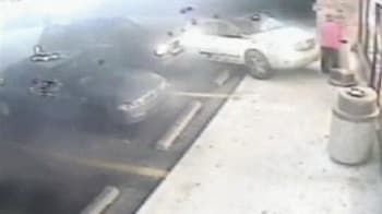 Video : Caught on camera: Driver crashes into store