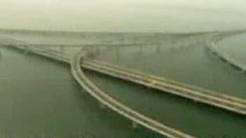 Video : World's longest bridge opens to public in China