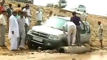 Videos : राहुल के काफिले की गाड़ी कीचड़ में फंसी