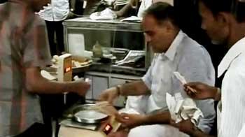 Video : Mumbai blasts: Zaveri Bazaar back to work