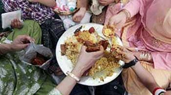 Video : Govt to campaign against food wasted at weddings