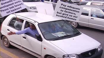 Video : Noida flat owners protest against Supreme Court order