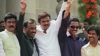 Video : Reddy brothers defy BJP, refuse to quit