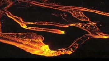 Video : Lava rivers flow out of Hawaii volcano