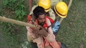 Video : Dramatic rescue of 2 sadhus in Jammu