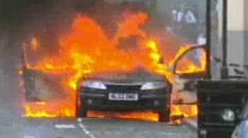 Video : UK riots: Can Cameron bring back order?