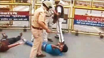 Videos : लखनऊ में जमकर हुआ लाठीचार्ज