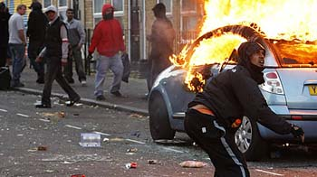 Video : Riots expose UK's faultlines?