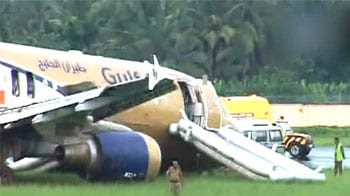 Video : Kochi: Plane skids off the runway, 7 passengers injured