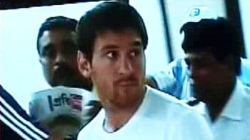 Video : Messi arrives in Kolkata, dodges fans, media at airport