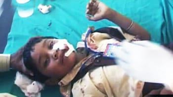Videos : ट्रेन-वैन की टक्कर, 3 बच्चे मरे