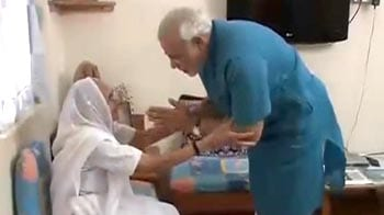 Video : Ahead of fast, Narendra Modi seeks mother's blessings