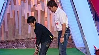Video : Sachin gives Darsheel cricketing tips