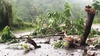 Video : Toll rises to 80; Army teams reach quake epicentre