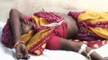 Video : बासी खिचड़ी खाने से 130 लोग बीमार