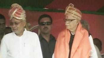 Video : Advani begins Rath Yatra with Nitish by his side