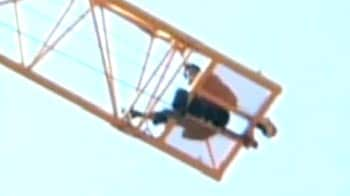 Video : Chinese man climbs atop a crane to commit suicide