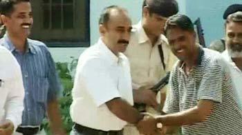 Video : 18 दिन बाद संजीव भट्ट जेल से रिहा