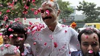 Video : Anti-Modi cop Sanjiv Bhatt walks out of jail