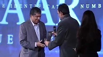 Video : NDTV Indian of the Year 2011: Nandan Nilekani wins Transformational Idea Award