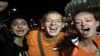 FIFA: Dutch fans celebrate win over Slovakia
