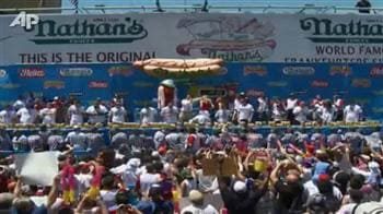 Video : Hot Dog competition gets down and dirty