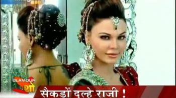 Video : Mr Walia helps Rakhi Sawant