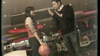 Video : Bonding over bowling