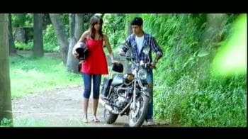 Video : It's Karthik Calling Karthik vs Teen Patti