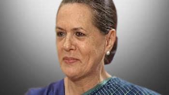Video : Sonia Gandhi cancels poll rallies in Tamil Nadu