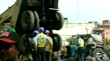Video : Metro mishap again, 12 injured