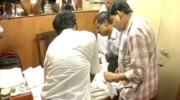 Video : Kolkata: Tax surveys at KKR offices